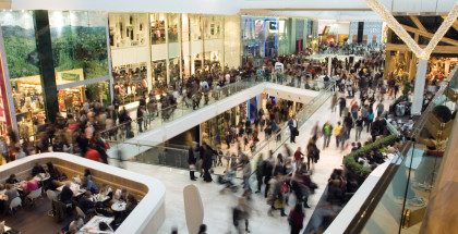 Crowd in the mall Foto: Dmitrijs Dmitrijevs/Fotolia